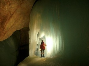 The World's Largest Ice Cave (8 photos) 3