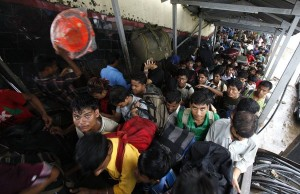 Overcrowded Trains in India (25 photos) 11