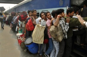 Overcrowded Trains in India (25 photos) 14