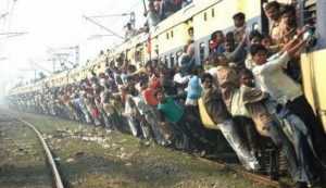 Overcrowded Trains in India (25 photos) 15