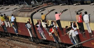Overcrowded Trains in India (25 photos) 18