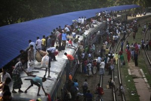 Overcrowded Trains in India (25 photos) 2