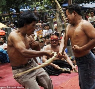 Brutal Whipping in Indonesia (9 photos)