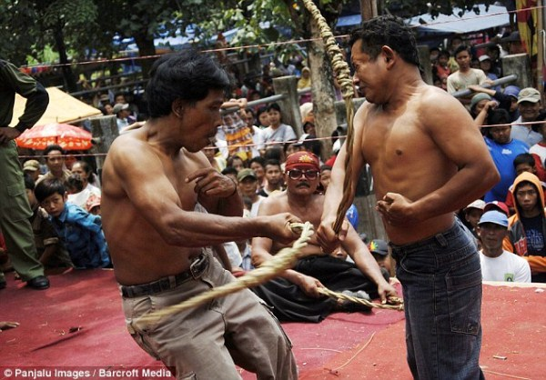 Brutal Whipping in Indonesia (9 photos) 2