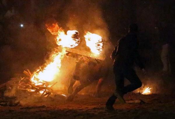 Bizarre Spanish Bull Burning Festival (10 photos) 7