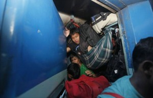Overcrowded Trains in India (25 photos) 7