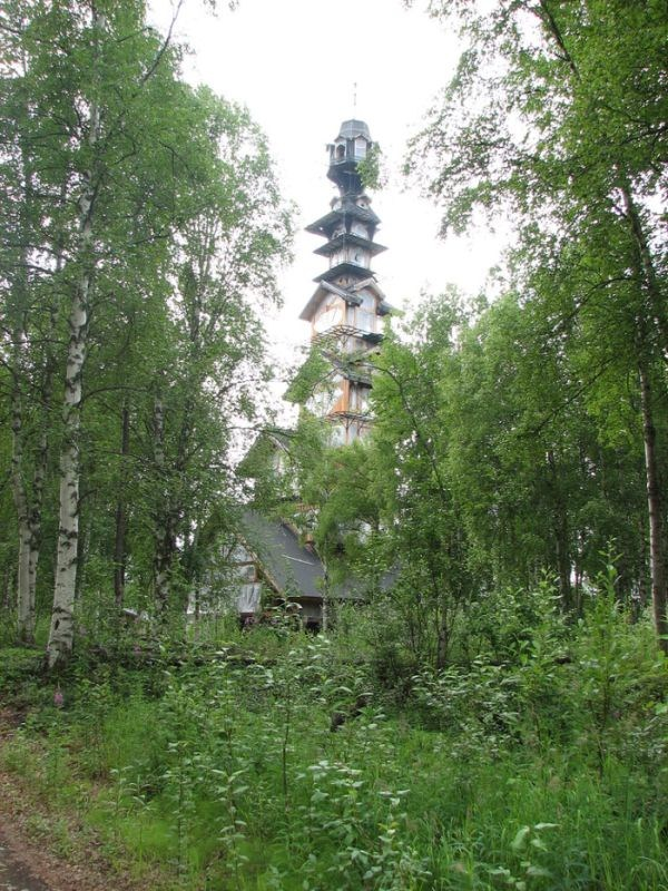 dr seuss house in alaska 2 pictures