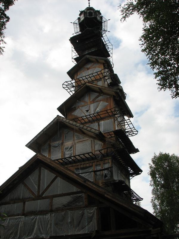 dr seuss house in alaska 4 pictures