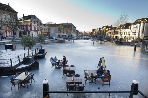 Frozen Canals of Amsterdam (20 photos) 1