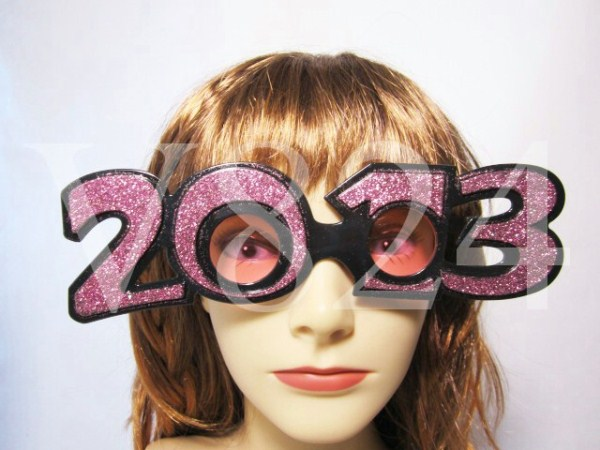 New Years Glasses Through the Years (16 photos) 16