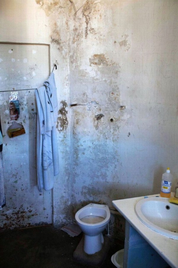 2012 The Worst Prison in France (20 photos)