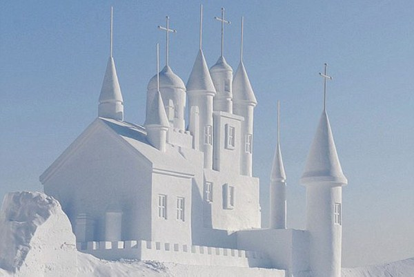 Incredible Sculptures Made Out Of Snow (8 photos) 2