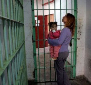 Mothers in Prison (30 photos)