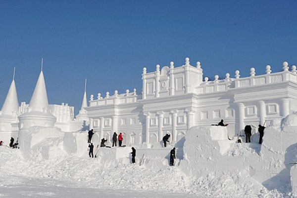 379 Incredible Sculptures Made Out Of Snow (8 photos)