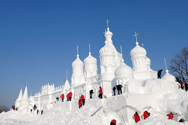 446 Incredible Sculptures Made Out Of Snow (8 photos)