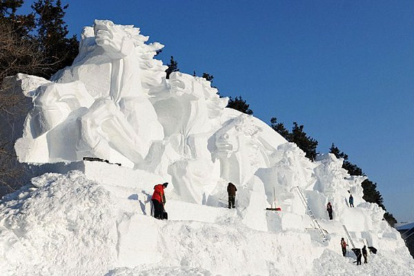 546 Incredible Sculptures Made Out Of Snow (8 photos)