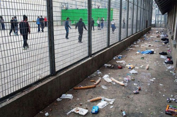 820 The Worst Prison in France (20 photos)