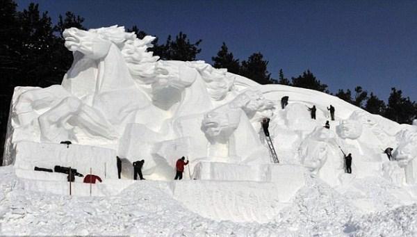 840 Incredible Sculptures Made Out Of Snow (8 photos)