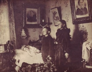Victorian Photographs of the Deceased Relatives (39 photos) 10