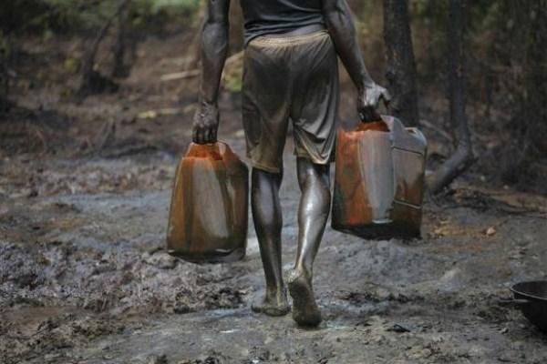 1125 Oil Thieves in Nigeria (30 photos)