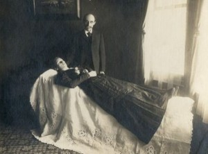 Victorian Photographs of the Deceased Relatives (39 photos) 11