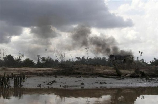 1222 Oil Thieves in Nigeria (30 photos)