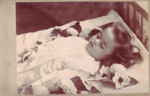 Victorian Photographs of the Deceased Relatives (39 photos) 15
