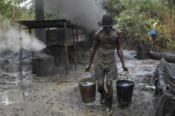 1914 Oil Thieves in Nigeria (30 photos)