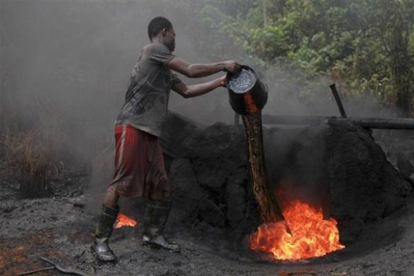2118 Oil Thieves in Nigeria (30 photos)