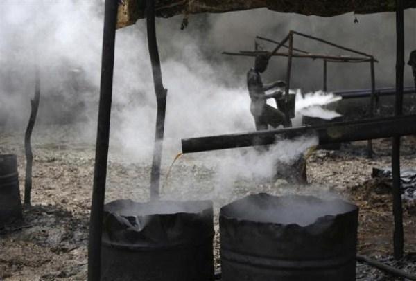 2217 Oil Thieves in Nigeria (30 photos)