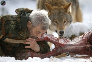 Living With Wolves (30 photos) 22