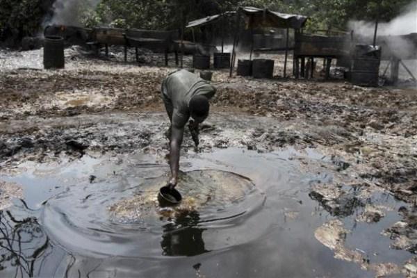 2315 Oil Thieves in Nigeria (30 photos)