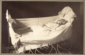 Victorian Photographs of the Deceased Relatives (39 photos) 23