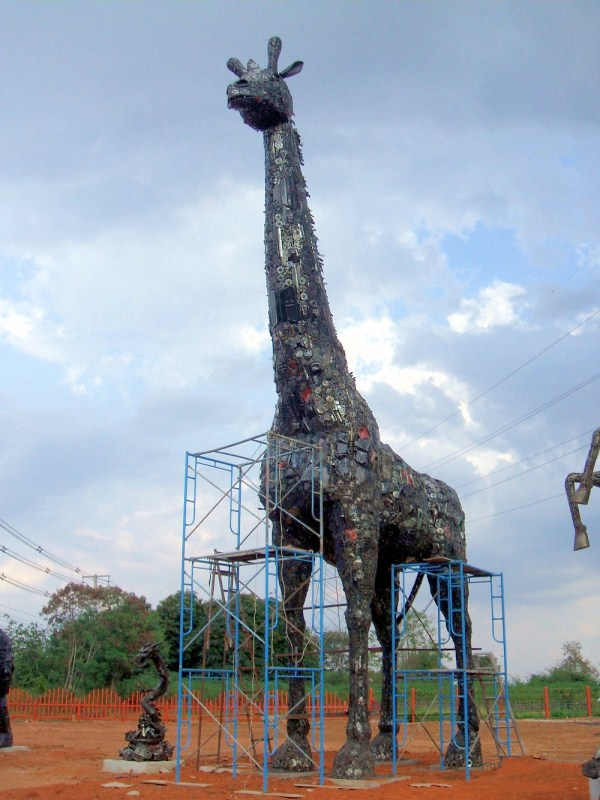 2415 Amazing Giant Sculptures from Around the World (50 photos)