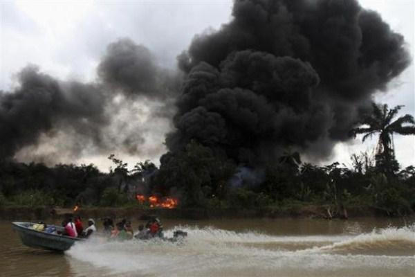 2611 Oil Thieves in Nigeria (30 photos)