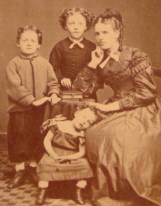 Victorian Photographs of the Deceased Relatives (39 photos) 26