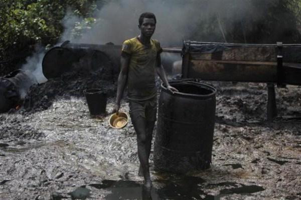 2810 Oil Thieves in Nigeria (30 photos)