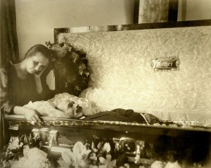 Victorian Photographs of the Deceased Relatives (39 photos) 27