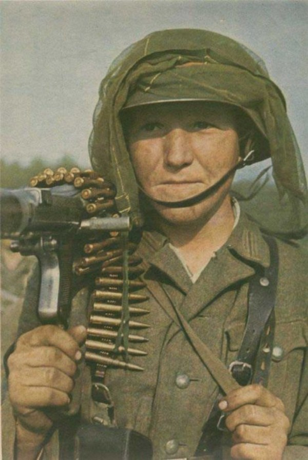 283 World War 2 Color Photos (55 photos)