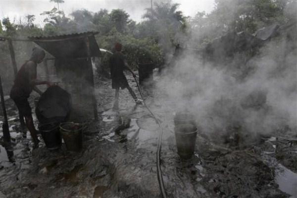 298 Oil Thieves in Nigeria (30 photos)