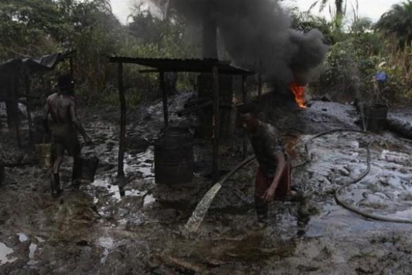 308 Oil Thieves in Nigeria (30 photos)