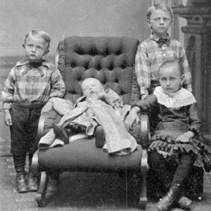 Victorian Photographs of the Deceased Relatives (39 photos) 3
