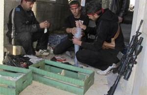 Syrian Rebels Using Homemade Arms (25 photos) 4