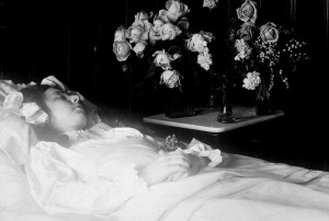 Victorian Photographs of the Deceased Relatives (39 photos) 6