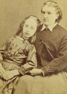 Victorian Photographs of the Deceased Relatives (39 photos) 8