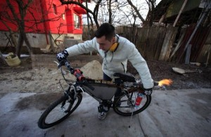 A Jet Engine Bicycle (15 photos) 9