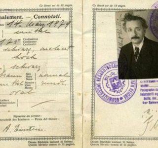 Passports of Fаmоus Реоple (17 photos)