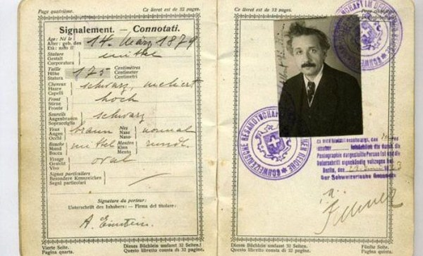 1102 Passports of Fаmоus Реоple (17 photos)