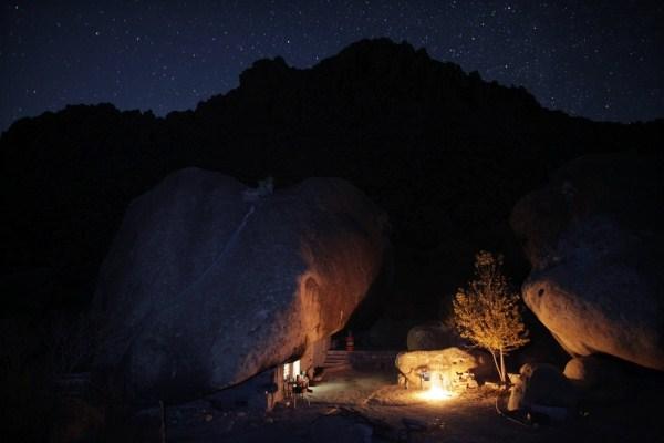 1122 Ο άνθρωπος που ζει κάτω από έναν βράχο (11 φωτογραφίες)