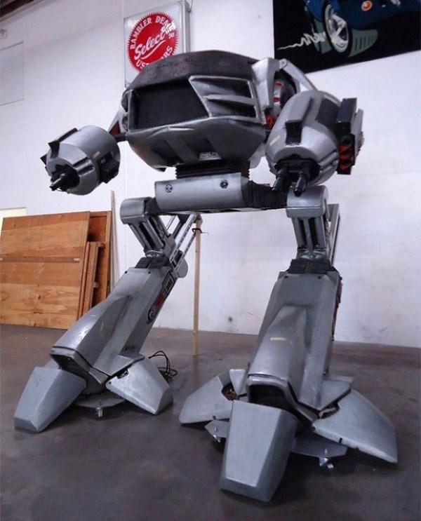 1136 Full Size Robocop ED 209 (4 photos)